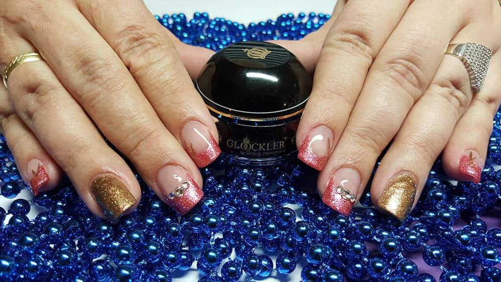 Acrylnägel mit French & Steinchen - Farben aus der Glöckler Kollektion
