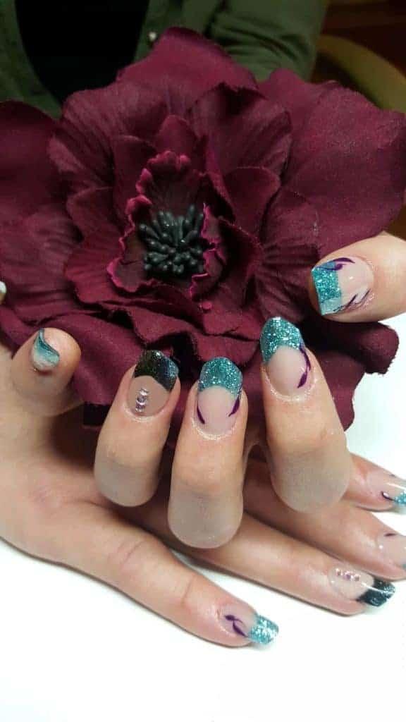 Modellarbeit Acryl - Edge Nails mit French in Türkis und Schwarz & Steinchen