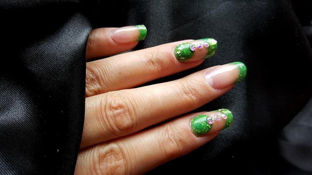 Grüne Acrlnägel
