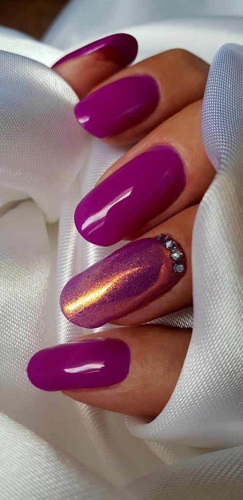 Acrylmodellage mit violettem Gellack